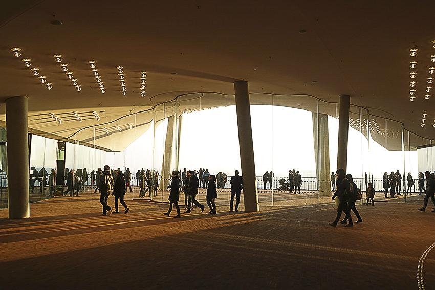 Die Plaza der Elbphilharmonie Hamburg Plaza innen Elbphilharmonie