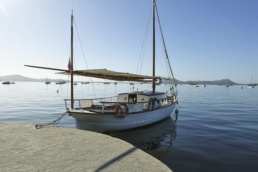 kleines Segelschiff Port de Pollença