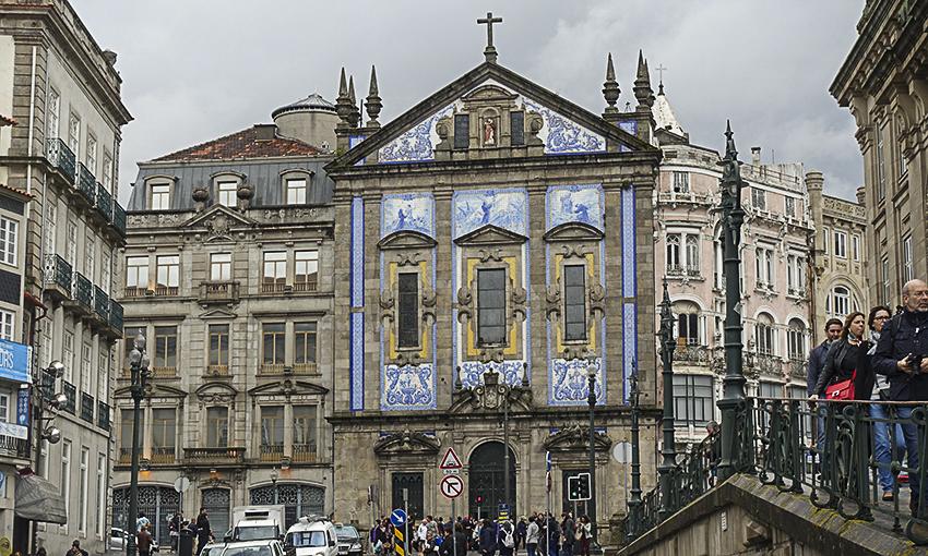 PORTO die barocke Stadt am Douro Kirche mit Kacheln